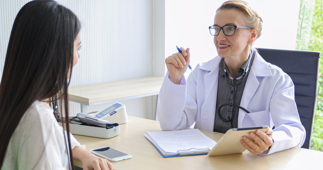 Young adult consults doctor about vaping